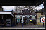 Kew Gardens train station.JPG