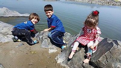 Kids playnig in water.jpg