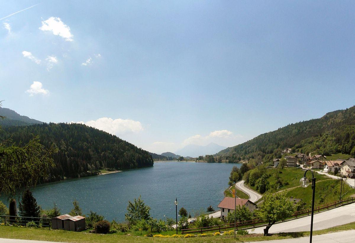 Lago di piazze wikipedia for Lago n