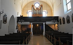 Langhaus und Empore, Kapuzinerkirche Klagenfur.jpg