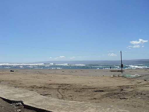 Some strong waves were still hitting Pichilemu beach as of Mrach 12, 2011 at 14:20 local time (17:20 UTC). Image: Diego Grez.