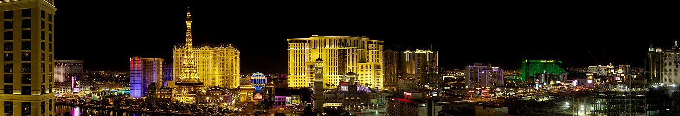 Vista nocturna do skyline de Las Vegas Strip preto do Bellagio