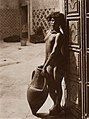 Lehnert et Landrock - Mauresque à la jarre, Tunisie, ca. 1910. Héliogravure, cachet dans le négatif.jpg