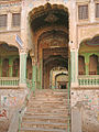 Lentrée de lHaveli Kedia (Fatehpur) (8440941824).jpg