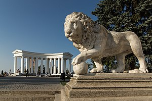 Vorontsov Palace (Odessa) - The colonnade and one of its Medici Lions.