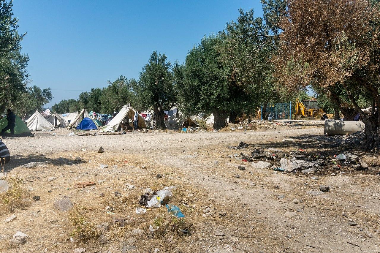 Lesbos refugeecamp - panoramio (2).jpg