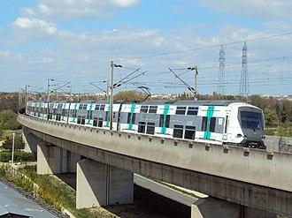 MI 09 - MI 09 set on the Nanterre viaduct