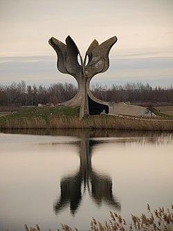 Споменик у Јасеновцу