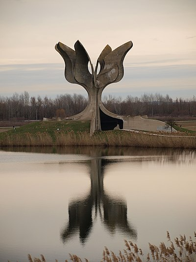 Stone Flower, a monument dedicated to the victims, including mostly Serbs, of Jasenovac concentration camp Logor Jasenovac.JPG