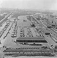 Luchtopname. Haven en wegen (Rotterdam), Bestanddeelnr 168-0510.jpg