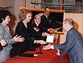 Luis Javier Gayá junto a la Reina Dña. Sofia, la Ministra de Cultura y el Presidente de la Real Academia de Bellas Artes de S. Fernando, en la entrega de las medallas de honor del premio BMW de pintura.jpg