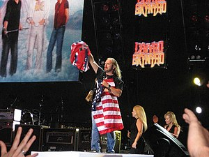 English: Lynyrd Skynyrd in concert - New Brock...