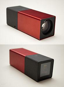 Vista anteriore e posteriore della Lytro, la prima fotocamera plenottica commerciale.