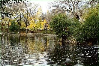 Parque de El Capricho - Image: MADRID PARQUE DEL CAPRICHO LAGUNA 3 12 2006