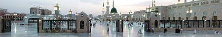 صورة بانورامية لساحة المسجد النبوي.