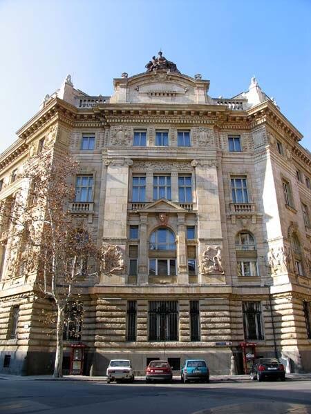 Magyar Nemzeti Bank épülete, Szabadság tér és Hold utca sarok. - 2005, Budapest