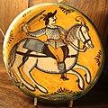 Maiolica di montelupo, piatto con figura a cavallo con sciabola, 1620-40 ca..JPG