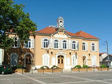 La mairie de Sathonay-Camp.