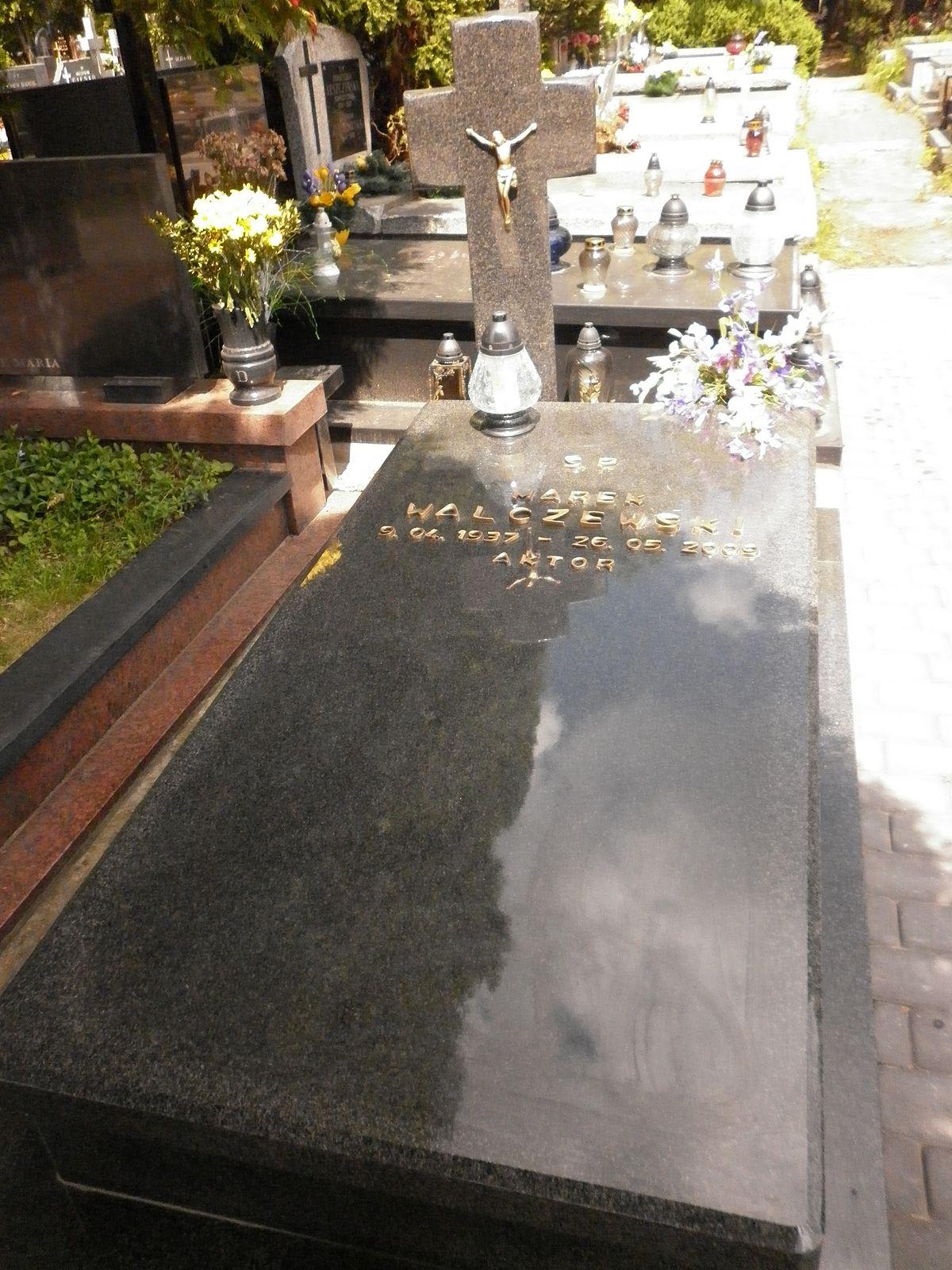 Znalezione obrazy dla zapytania: Marek Walczewski grob