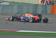 Photo de Mark Webber perdant une roue lors du Grand Prix de Chine 2013