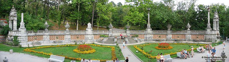 http://upload.wikimedia.org/wikipedia/commons/thumb/1/1f/Masandrivskyi_Palace_%28Garden%29.jpg/800px-Masandrivskyi_Palace_%28Garden%29.jpg