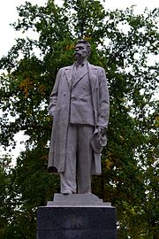 Maxim Gorky monument (New Bavaria).jpg