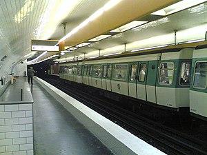 Jussieu (Paris Métro) - Image: Metro 7 Jussieu
