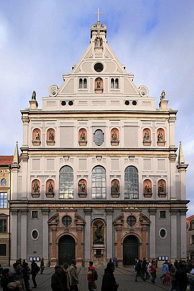 Fichier:Michaelskirche Muenchen-full.jpg