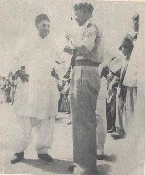 Furqan Force - Mirza Nasir chatting with Furqan Force colonel Sahibzada Mubarak Ahmad