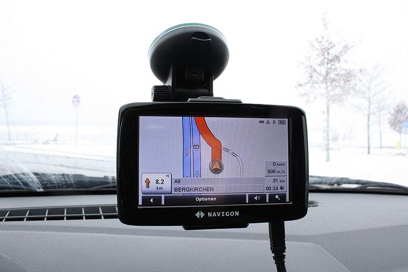 File:Mobiles Navigationsgeraet Navigon im Einsatz.JPG