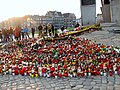 Monument to the Fallen Shipyard Workers of 1970 in Gdańsk after president's plane crash 2010 - 05.jpg