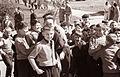 Motiv iz parka pred 1. gimnazijo - nasmejani obrazi šolarjev 1961 (2).jpg