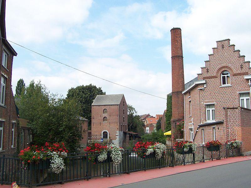 Les deux moulins d'Aremberg à Rebecq-Rognon, leurs machineries et les vannes qui les relient (M) ainsi que l'ensemble formé par ces deux moulins et les terrains environnants (S)