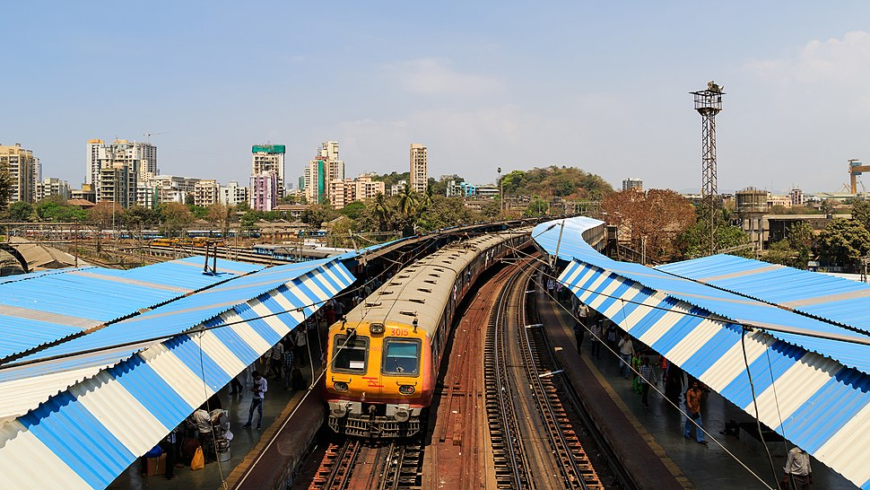 Mumbai 03-2016 60 Sandhurst Road station