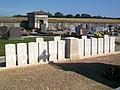 Néry (60), tombes de soldats anglais de la Ière guerre mondiale, cimetière, RD 98.jpg
