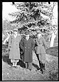 Narcyz Witczak-Witaczyński - Urzędnik Starostwa Tadeusz Dobrzycki, starosta Garwolina Janusz Kozłowski i porucznik Ratyński (107-484-1).jpg