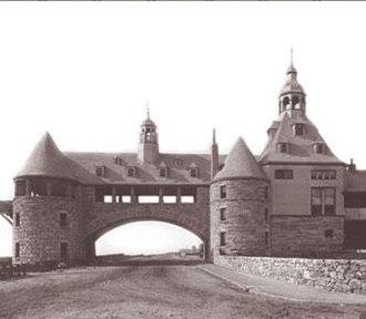 The Towers (Narragansett, Rhode Island) - Image: Narragansett Towers and casino postcard