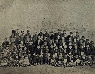 Flampouro, Florina - Albanian school of Negovan in 1909. Petro Nini Luarasi (teacher) in the center