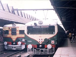 Old and New EMU at Howrah Station.jpg