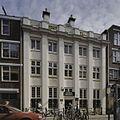 Overzicht zandstenen voorgevel met marmeren platen onder de vensters - Amsterdam - 20408950 - RCE.jpg