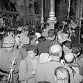 Paasviering. Gelovigen in de Heilige Graf kerk. Ontsteken van het Paasvuur, Bestanddeelnr 255-5242.jpg