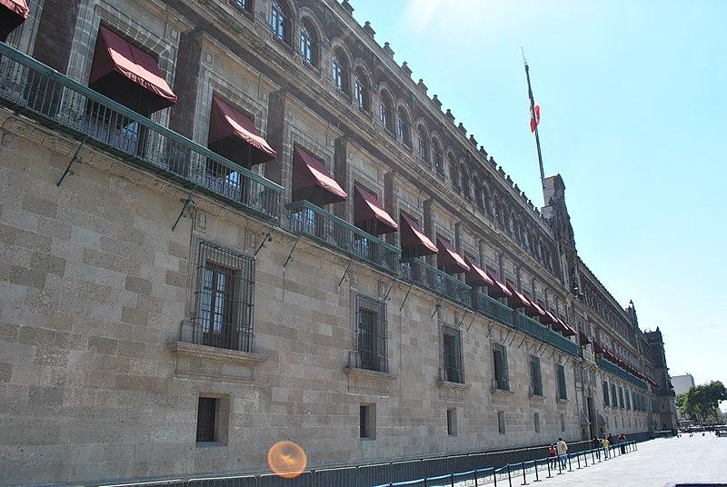 File:Palacio Nacional de México, vista lateral..jpg