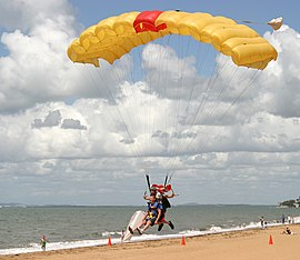 Parachute Landing on Suttons Beach (112358199).jpg