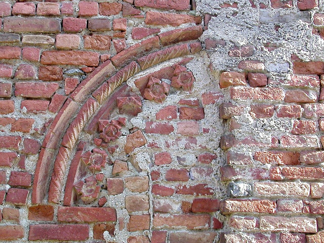 File pecetto to resto di arco basso medievale con for Decorazione wikipedia