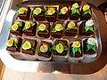 Petit Fours mit Rosen in Fulda 2.JPG