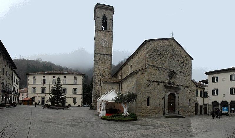 800px-Piazza_Ricasoli_e_Santa_Maria_Assu