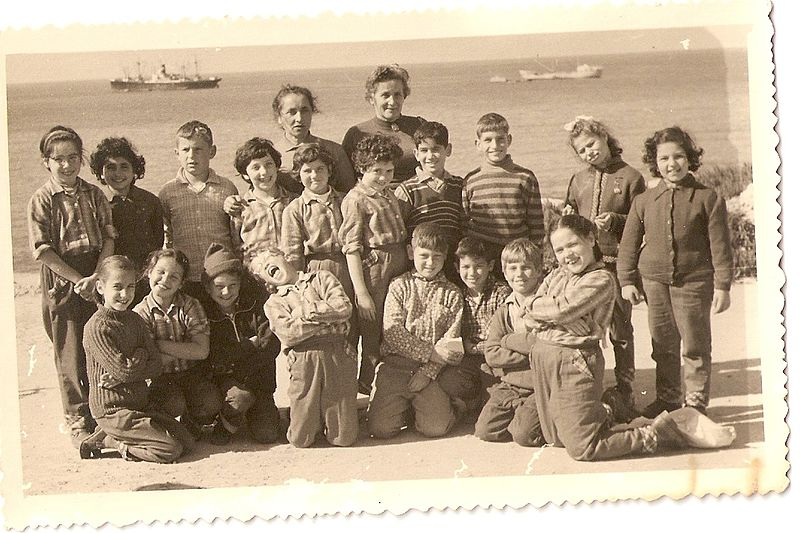 ילדי עינת בחוף הים