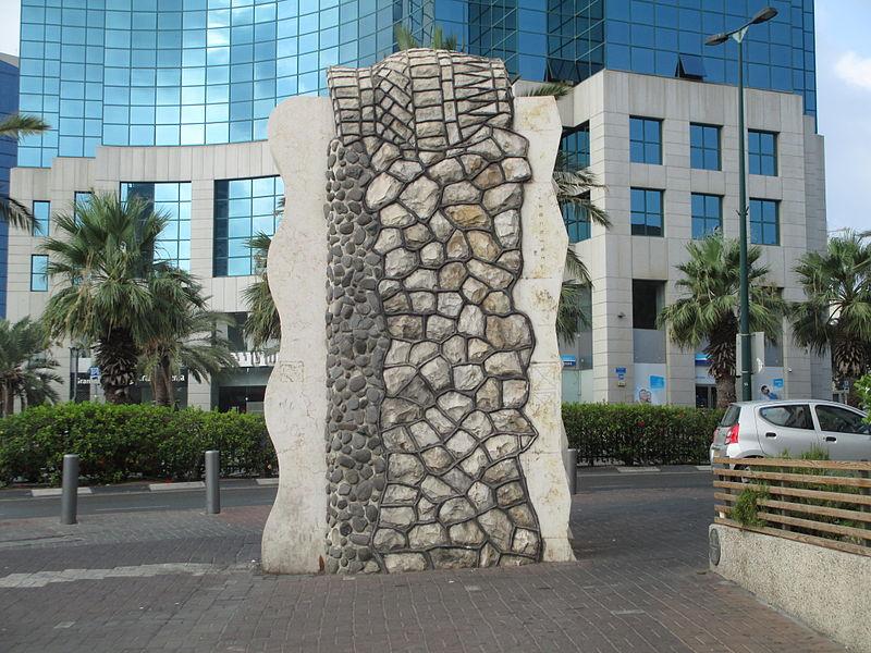 הפסל מעיין של דינה כהנא-גלר בתל אביב