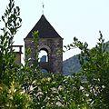 Piton volcanique à travers le clocher de St Jean.jpg