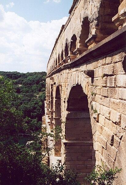 Fichier:Pont du gard cote.jpg